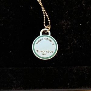 Beautiful Tiffany's necklace and pendant set.....